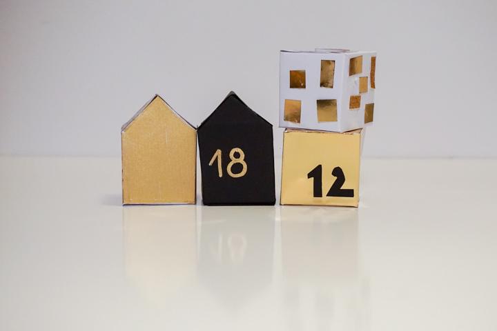 Napravljene adventne kućice